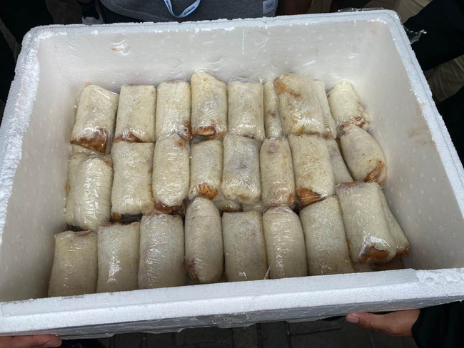 Tang lễ Vua sòng bài Macau trước giờ nhập quan: Dòng người tấp nập đến đưa tiễn, được chú ý hơn là phần thức ăn chuẩn bị cho phóng viên - Ảnh 6.