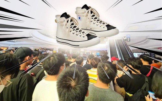 Dòng người đổ xô đi mua giày hot gây tranh cãi: Là mộ điệu chân chính hay có bí ẩn gì đằng sau? - Ảnh 4.