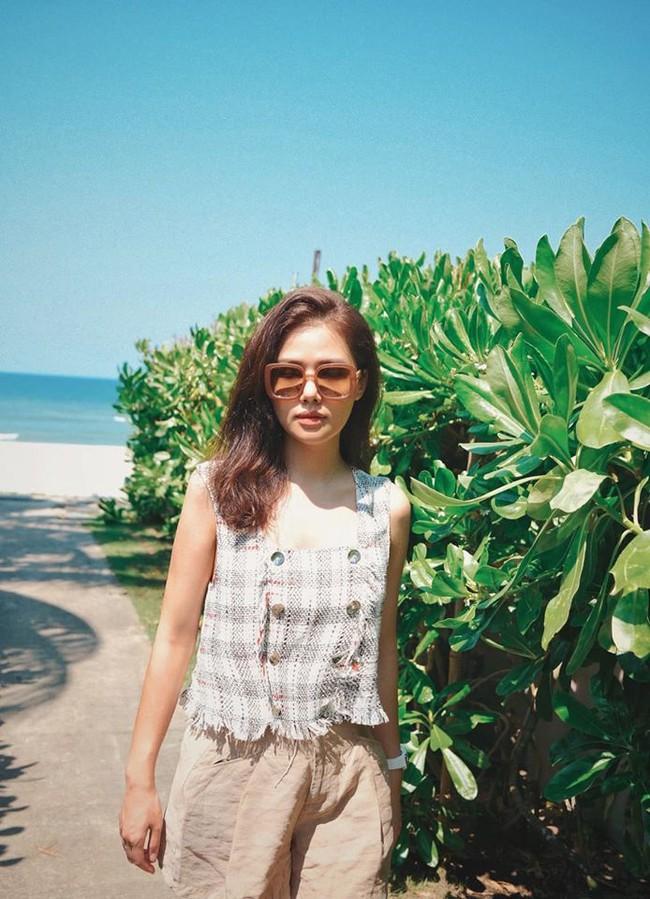 Phanh Lee vi vu sau đám cưới ngọt ngào. Cô viết: Dường như nắng đã làm má em thêm hồng.