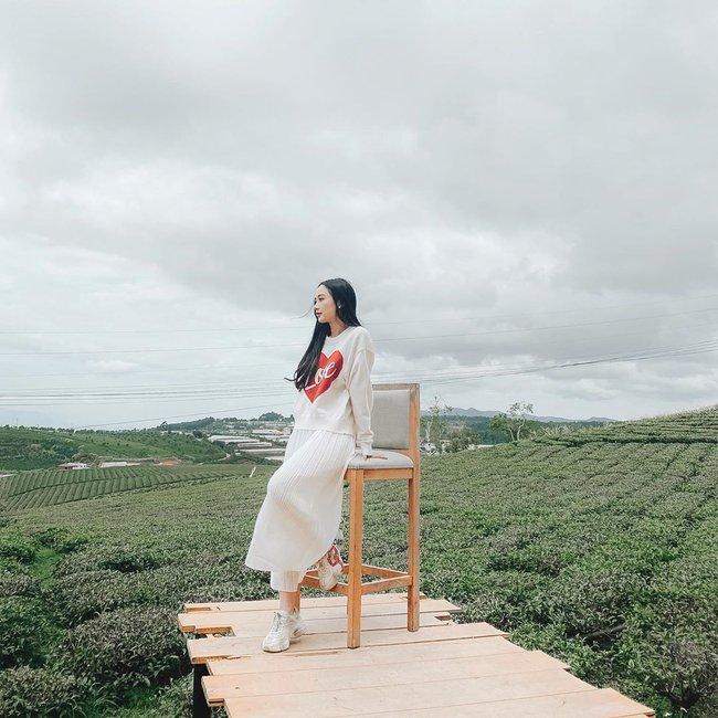 Jun Vũ up hình cùng dòng chú thích: Trời âm u không có nắng, nhưng có em.