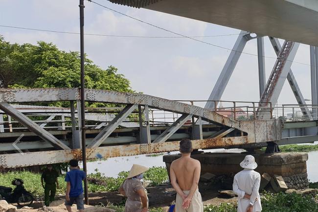 Rủ nhau đi câu cá, anh té xuống sông Sài Gòn, em trai bất lực nhìn anh đuối nước tử vong - Ảnh 1.