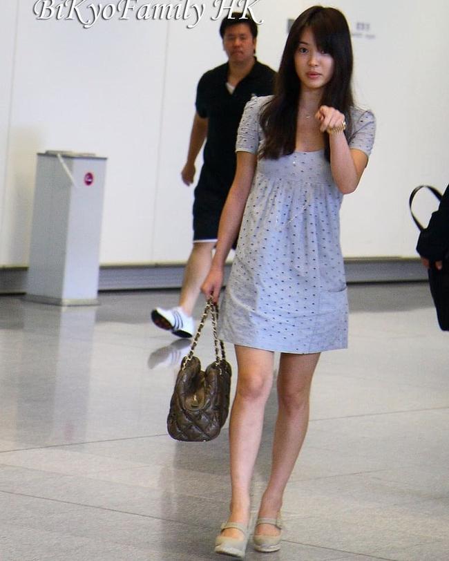 """Vẫn biết Song Hye Kyo sở hữu mặt mộc đẹp tự nhiên, nhưng không nghĩ lại thách thức """"camera"""" thường tới mức độ này - Ảnh 3."""