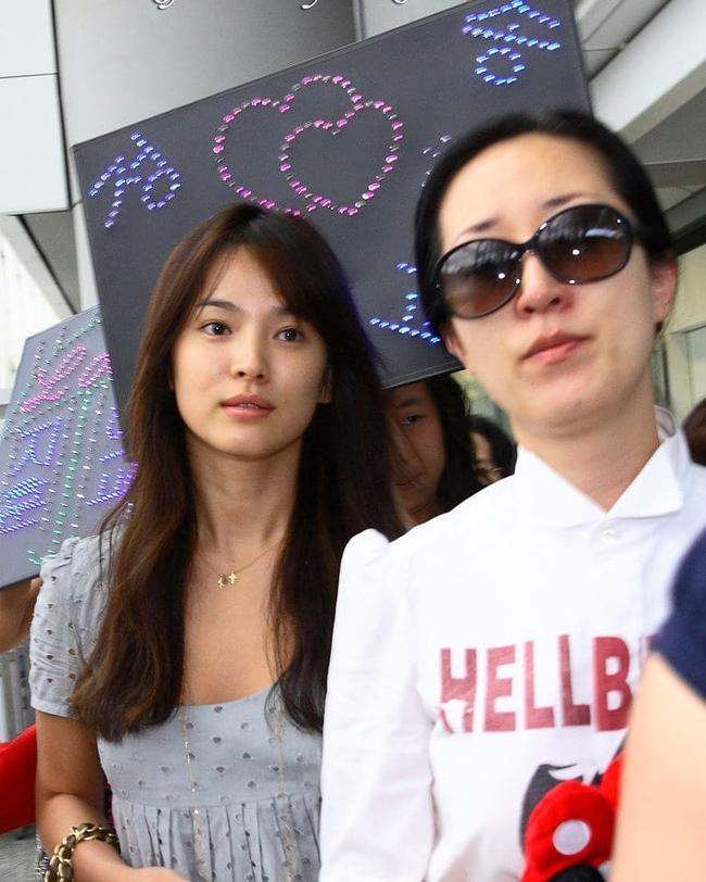 """Vẫn biết Song Hye Kyo sở hữu mặt mộc đẹp tự nhiên, nhưng không nghĩ lại thách thức """"camera"""" thường tới mức độ này - Ảnh 4."""