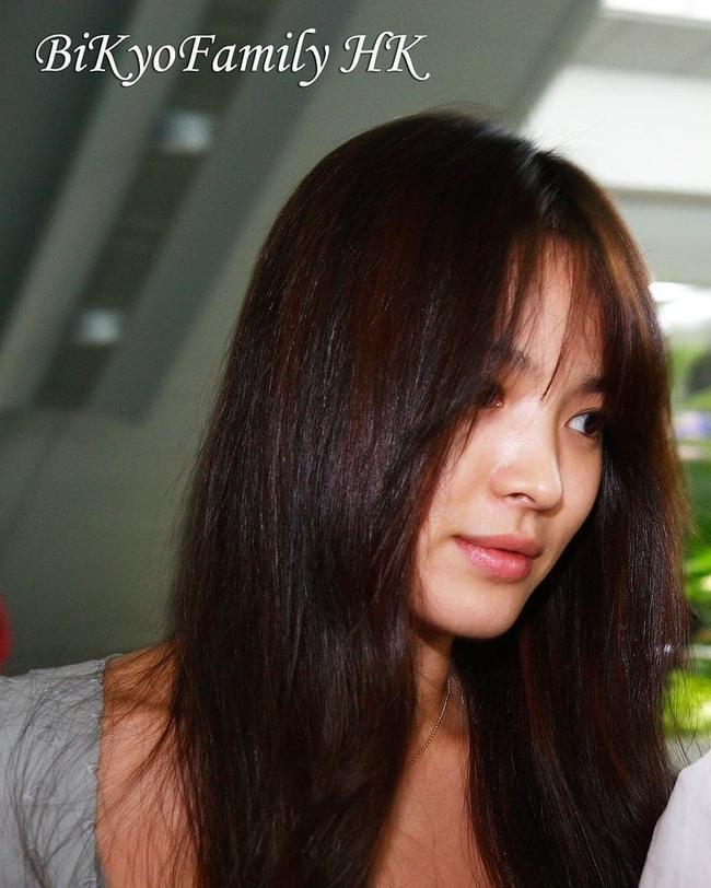 """Vẫn biết Song Hye Kyo sở hữu mặt mộc đẹp tự nhiên, nhưng không nghĩ lại thách thức """"camera"""" thường tới mức độ này - Ảnh 2."""