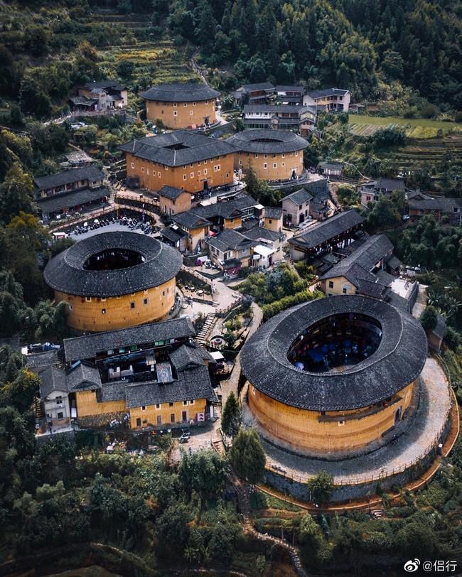 """Mãn nhãn với """"hóa thạch sống"""" của kiến trúc cổ Trung Hoa: Khu chung cư đất nung lớn nhất thế giới, là một kiệt tác sáng tạo của văn hóa xưa - Ảnh 1."""