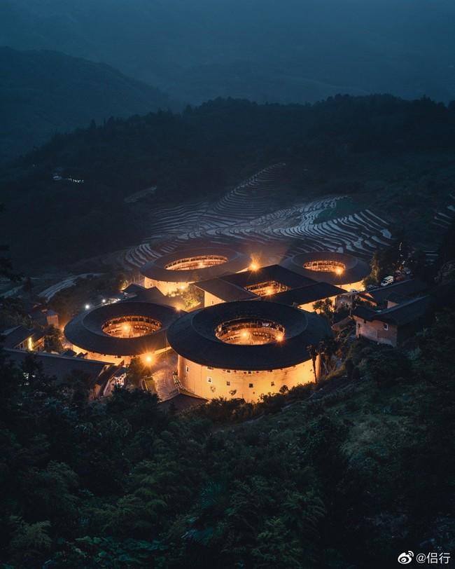 """Mãn nhãn với """"hóa thạch sống"""" của kiến trúc cổ Trung Hoa: Khu chung cư đất nung lớn nhất thế giới, là một kiệt tác sáng tạo của văn hóa xưa - Ảnh 4."""