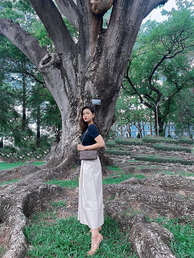 Sài Gòn nóng quá! Thèm lên Đà Lạt nhưng không có ai trói em bằng cà vạt, Trương Quỳnh Anh nói.