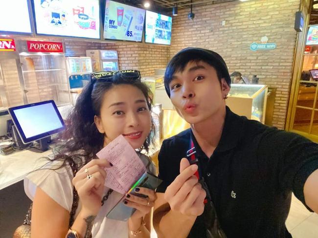 Ngô Thanh Vân và Jun Phạm rủ nhau đi xem phim.