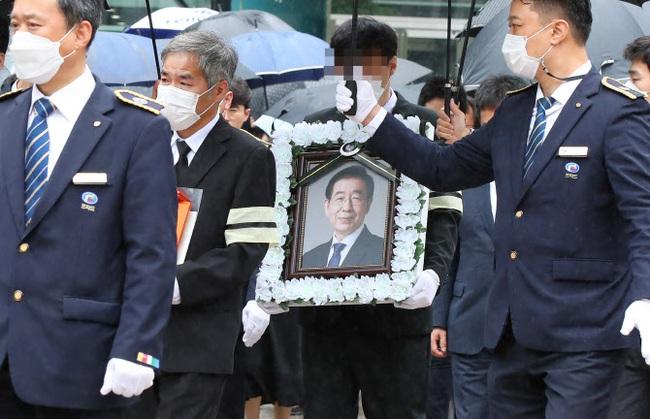 Cựu thư ký lần đầu công khai lên tiếng về hành vi quấy rối tình dục của Thị trưởng Seoul quá cố, tiết lộ nhiều việc làm gây bức xúc - Ảnh 2.