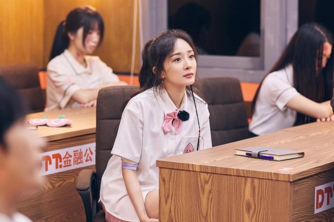 Dương mịch làm học sinh cực xinh đẹp nhưng để lộ khuyết điểm lớn từng bị chê cười thậm tệ  - Ảnh 4.