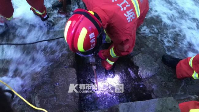Trung Quốc: Tắm sông ở khu vực con đê, cô bé 13 tuổi bị hút vào ống thoát nước tử vong thương tâm - Ảnh 2.