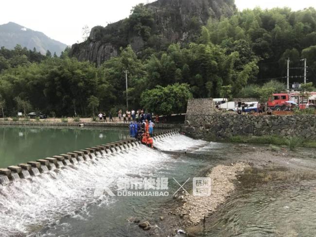 Trung Quốc: Tắm sông ở khu vực con đê, cô bé 13 tuổi bị hút vào ống thoát nước tử vong thương tâm - Ảnh 1.