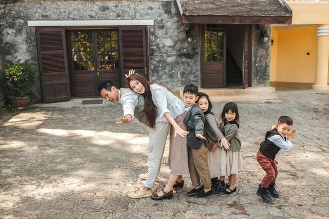 Có 4 mặt con, vợ chồng Lý Hải - Minh Hà vẫn khoe ảnh ngọt ngào như ngày mới yêu - Ảnh 8.