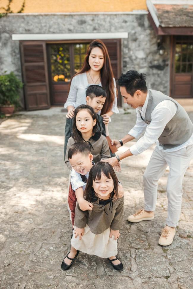 Có 4 mặt con, vợ chồng Lý Hải - Minh Hà vẫn khoe ảnh ngọt ngào như ngày mới yêu - Ảnh 7.