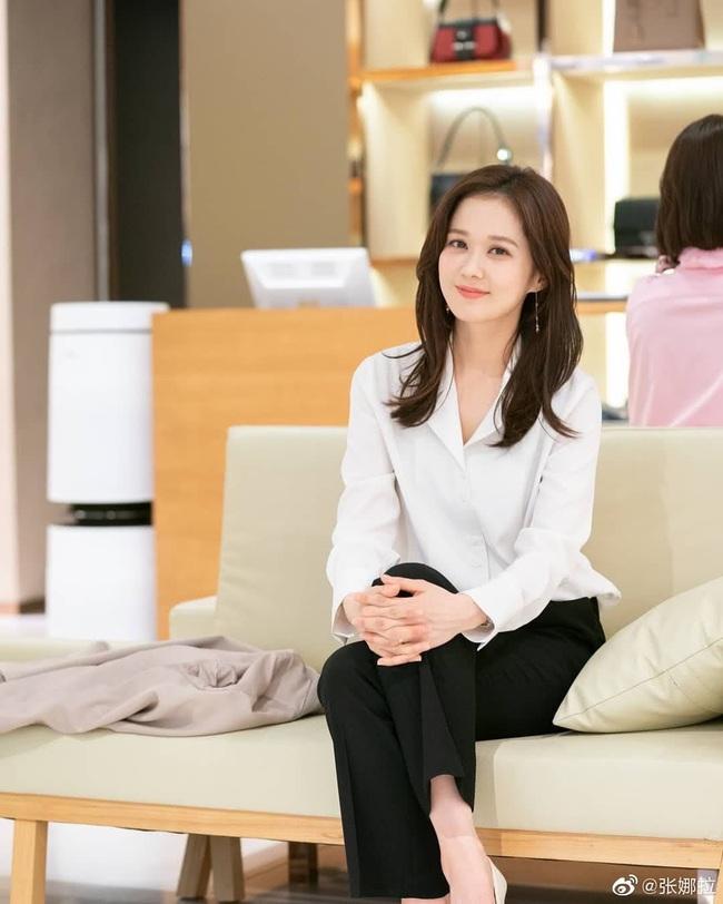 Không chỉ để ngắm, loạt công thức diện áo sơ mi trong phim Hàn còn rất dễ áp dụng và cam đoan sẽ đẹp xinh thanh lịch hết cỡ - Ảnh 2.