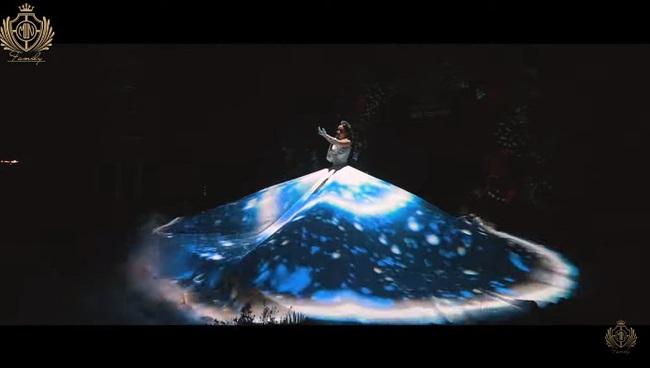Minh Nhựa và vợ hai Mina Phạm trao nhau món quà 12 tỷ đồng trên sân khấu tropical siêu hoành tráng - Ảnh 3.