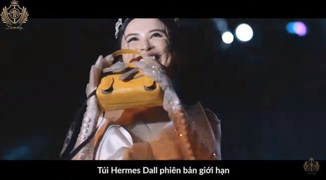 Minh Nhựa và vợ hai Mina Phạm trao nhau món quà 12 tỷ đồng trên sân khấu tropical siêu hoành tráng - Ảnh 5.