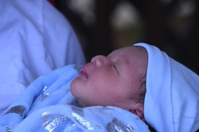 Ca sinh hy hữu: 3 chị ruột cùng sinh con vào một ngày, bất ngờ ngày dự sinh hoàn toàn khác nhau - Ảnh 1.