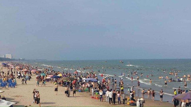Thanh Hóa: Tắm biển lúc sáng sớm, 1 du khách đến từ Hà Nội và cán bộ biên phòng đuối nước thương tâm  - Ảnh 1.