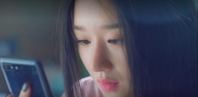 """Cùng hóa thân vào nhân vật hư cấu, Seo Ye Ji mắc lỗi skincare """"to đùng ngã ngửa"""" còn chị đại Son Ye Jin thì không  - Ảnh 2."""