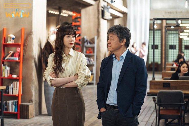 Không chỉ để ngắm, loạt công thức diện áo sơ mi trong phim Hàn còn rất dễ áp dụng và cam đoan sẽ đẹp xinh thanh lịch hết cỡ - Ảnh 4.