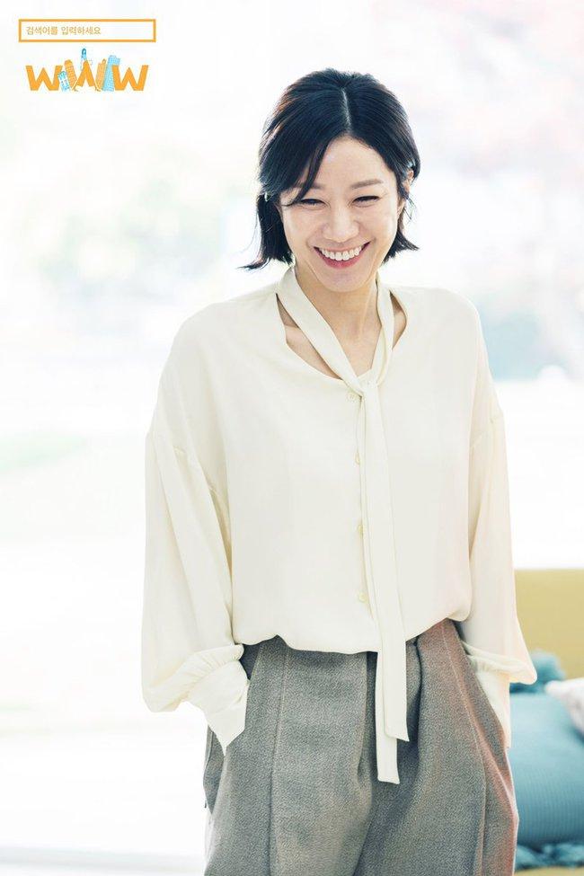 Không chỉ để ngắm, loạt công thức diện áo sơ mi trong phim Hàn còn rất dễ áp dụng và cam đoan sẽ đẹp xinh thanh lịch hết cỡ - Ảnh 5.