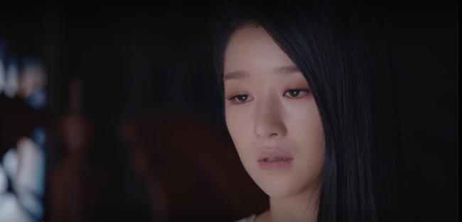 """Cùng hóa thân vào nhân vật hư cấu, Seo Ye Ji mắc lỗi skincare """"to đùng ngã ngửa"""" còn chị đại Son Ye Jin thì không  - Ảnh 4."""