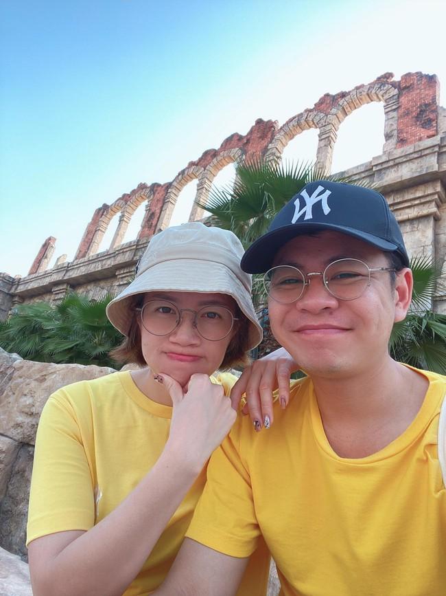 Lan Hưng và chồng.