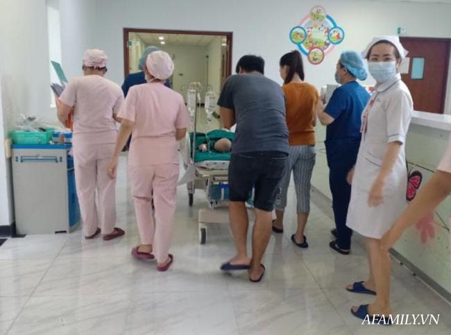 Xúc động từng khoảnh khắc ca phẫu thuật tách rời hai bé dính nhau: Nhừng đường rạch da cân não từ 5 ekip bác sĩ - Ảnh 1.