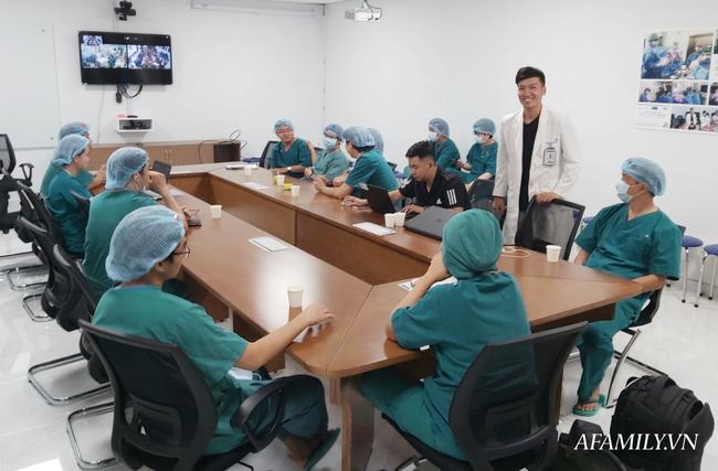 Xúc động từng khoảnh khắc ca phẫu thuật tách rời hai bé dính nhau: Nhừng đường rạch da cân não từ 5 ekip bác sĩ - Ảnh 5.