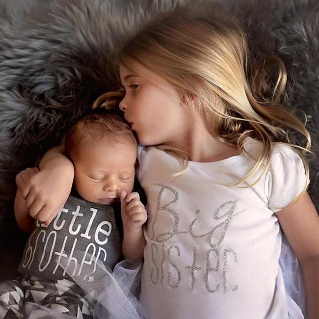 Đây là 12 điều mà chỉ những gia đình có cặp chị gái- em trai mới đồng cảm được - Ảnh 1.