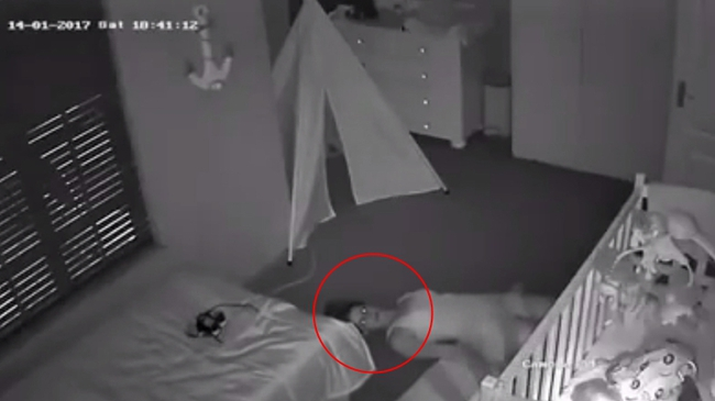 Kiểm tra camera phòng con nhỏ, chồng hốt hoảng phát hiện vợ nằm dưới sàn nhà như phim kinh dị trước khi biết được nguyên do của việc làm ấy - Ảnh 2.