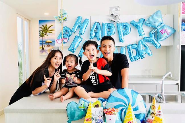 Vợ chồng Khánh Thi tổ chức sinh nhật 5 tuổi cho con trai đầu lòng.