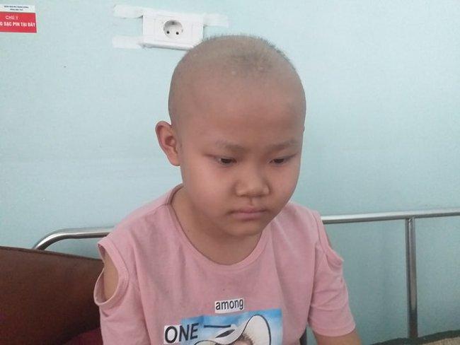 """Khẩn cầu của bé gái 9 tuổi bị cắt bỏ chân vì căn bệnh hiểm nghèo: """"Cháu muốn giữ chân còn lại để tiếp tục đến trường"""" - Ảnh 1."""