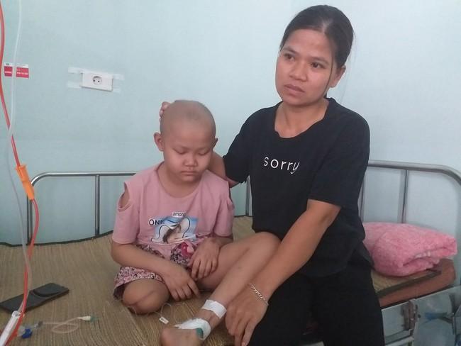 """Khẩn cầu của bé gái 9 tuổi bị cắt bỏ chân vì căn bệnh hiểm nghèo: """"Cháu muốn giữ chân còn lại để tiếp tục đến trường"""" - Ảnh 2."""