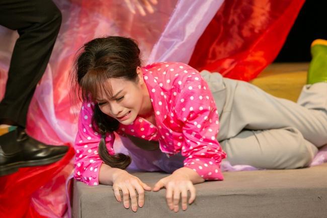 Đóng vai thiếu nữ nhẹ dạ cả tin, Nhật Kim Anh nhắn nhủ lời cảnh tỉnh cho các cô gái trẻ - Ảnh 2.