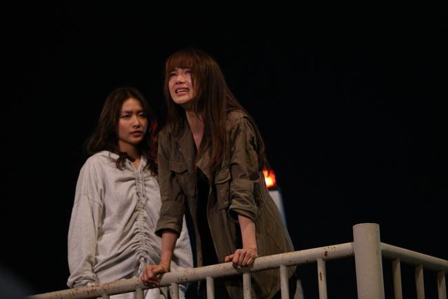 """Tập 4 """"Kẻ Săn Tin"""" gây cấn với cảnh Minh Hằng bị hành hung dã man, hé lộ quá khứ đầy ám ảnh của cô và Khả Ngân - Ảnh 2."""