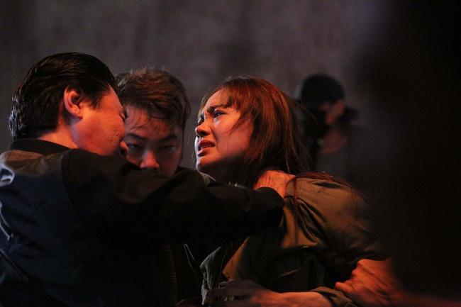 """Tập 4 """"Kẻ Săn Tin"""" gây cấn với cảnh Minh Hằng bị hành hung dã man, hé lộ quá khứ đầy ám ảnh của cô và Khả Ngân - Ảnh 4."""