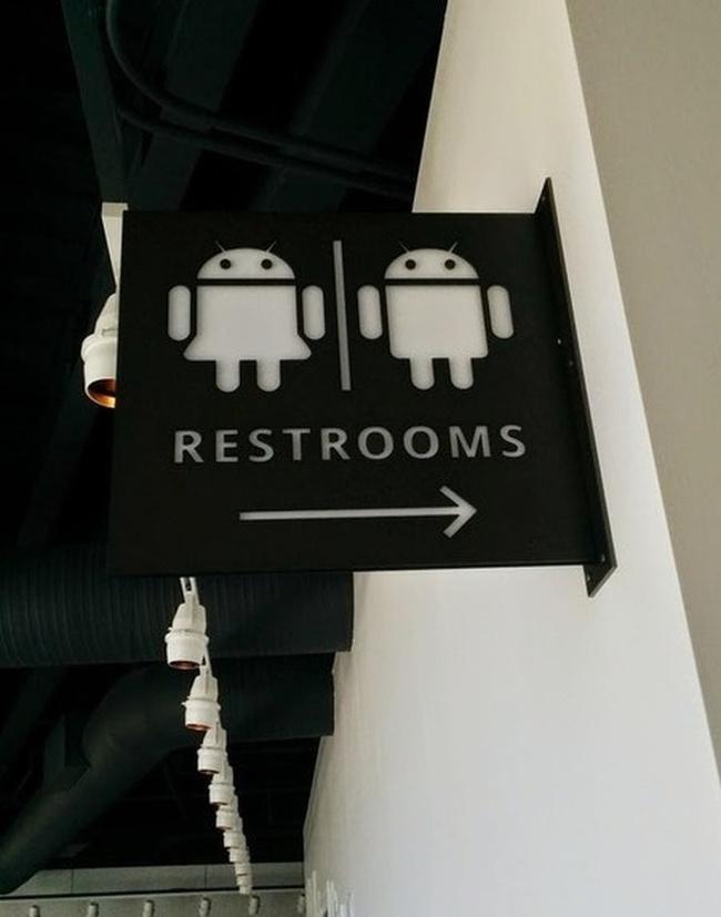 Những tấm biển chỉ dẫn nhà vệ sinh hài hước và độc đáo khiến ai cũng phải công nhận sức sáng tạo của con người thật không có giới hạn - Ảnh 18.