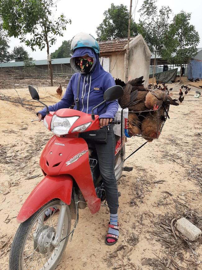 """Chuyện """"bao đồng"""" của người phụ nữ đơn thân vượt qua nghịch cảnh, dành thời gian xin gạo giúp người nghèo - Ảnh 2."""