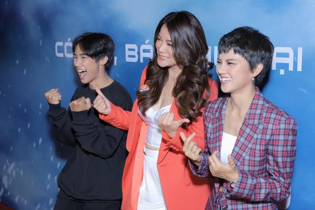Trương Ngọc Ánh khoe ngực đầy quyến rũ bên tình trẻ tin đồn kém 14 tuổi Anh Dũng  - Ảnh 3.