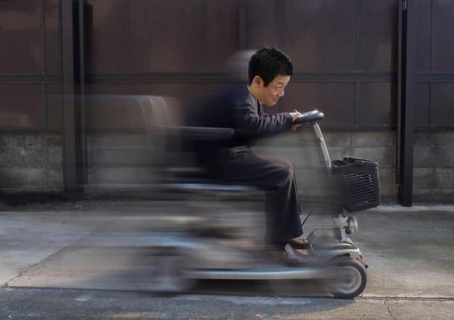 """Sếp Nhật bỏ việc về nhà vì con gái bị sốt, khi thông báo cho nhân viên liền bị """"hớ"""" một từ khiến bao người cười ngất - Ảnh 3."""