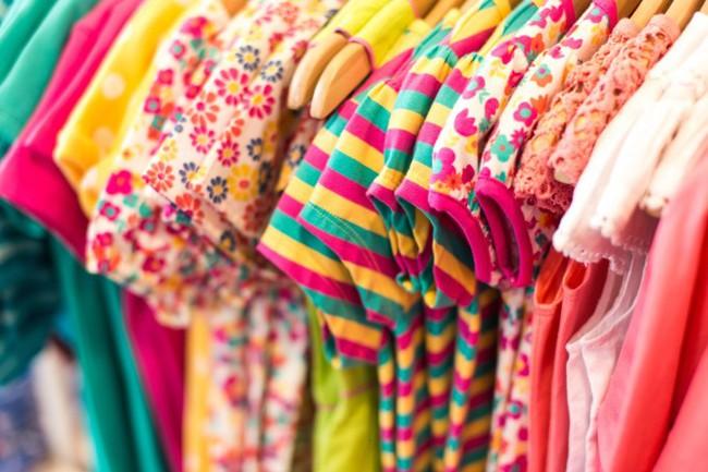 Mẹ hãy đặc biệt tránh 3 loại quần áo này khi mua cho trẻ, nếu không muốn rước ung thư vào người - Ảnh 2.