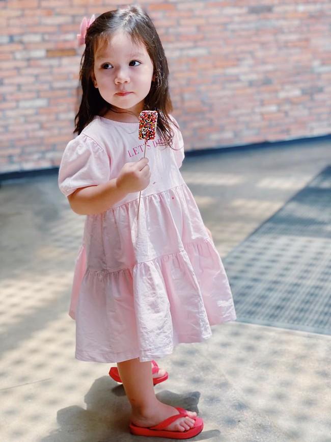 Nhiều người thắc mắc tại sao bé Myla 2 tuổi vẫn chưa đi học, câu trả lời của hot mom Hà Anh khiến hội chị em xúc động thương vô cùng - Ảnh 3.