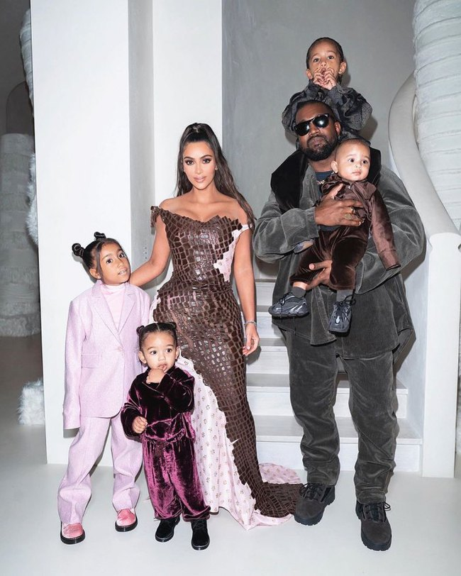 Trước khi khóc lóc tố nhau trên truyền thông, Kanye West và Kim Kardashian từng có 8 năm mặn nồng còn quan hệ 500 lần/một ngày chỉ mong có con - Ảnh 19.