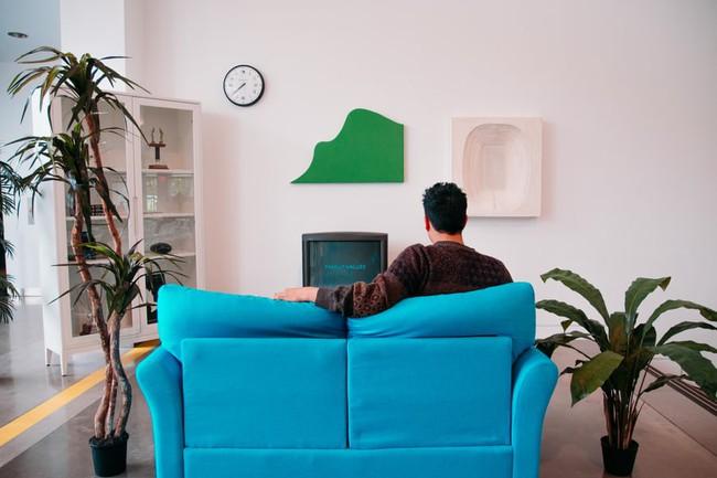 4 điều đại kỵ khi sử dụng sofa, điều thứ 3 rất nhiều gia đình mắc phải khiến tiền bạc thất thoát, nhân khí hao hụt, gia đạo bất an - Ảnh 1.