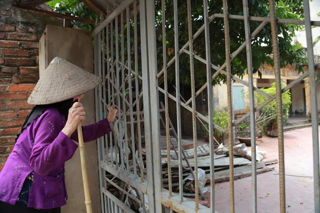 Hà Nội: Mẹ già còng lưng mang đơn kiện con trai vì bị ngược đãi - Ảnh 5.