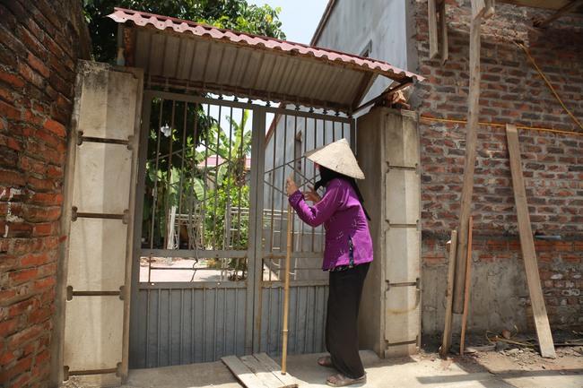 Hà Nội: Mẹ già còng lưng mang đơn kiện con trai vì bị ngược đãi - Ảnh 4.