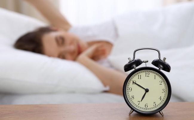 """Tại sao ngủ đủ 8 tiếng nhưng sáng ra dân văn phòng vẫn """"gật gà gật gù"""" ở công ty? - Ảnh 2."""