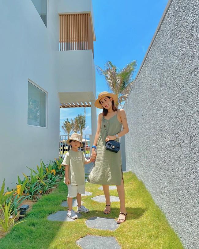 Style du lịch của các hot mom chính là kho ý tưởng giúp bạn mặc đẹp không sót ngày nào khi đi chơi xa, lên hình siêu lung linh - Ảnh 8.